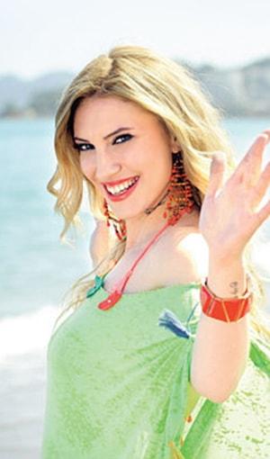 Pelin Elitez Şarkı Sözleri SarkiSozleriHD.com