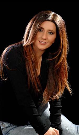 Aynur Haşhaş Şarkı Sözleri SarkiSozleriHD.com